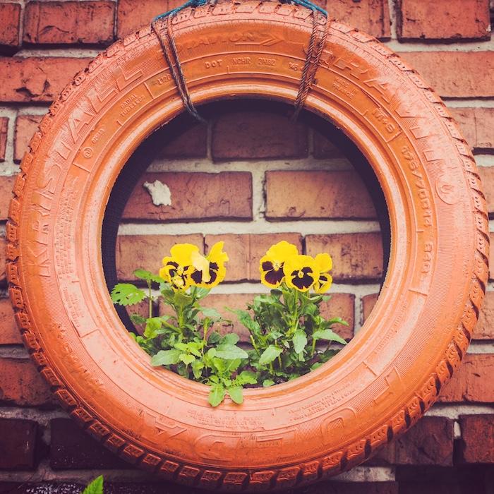 Autoreifen als Blumenkiste