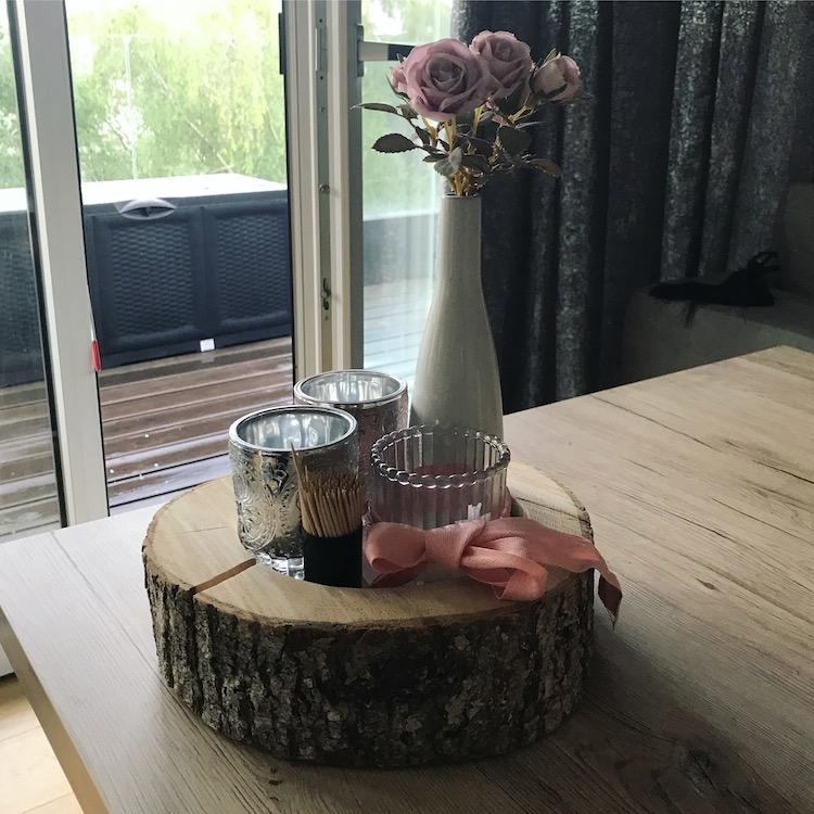 Baumstamm dekoriert