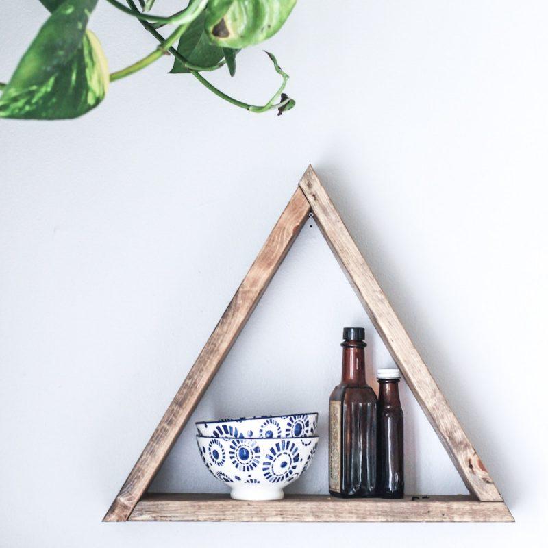 DIY Regal in Dreiecksform