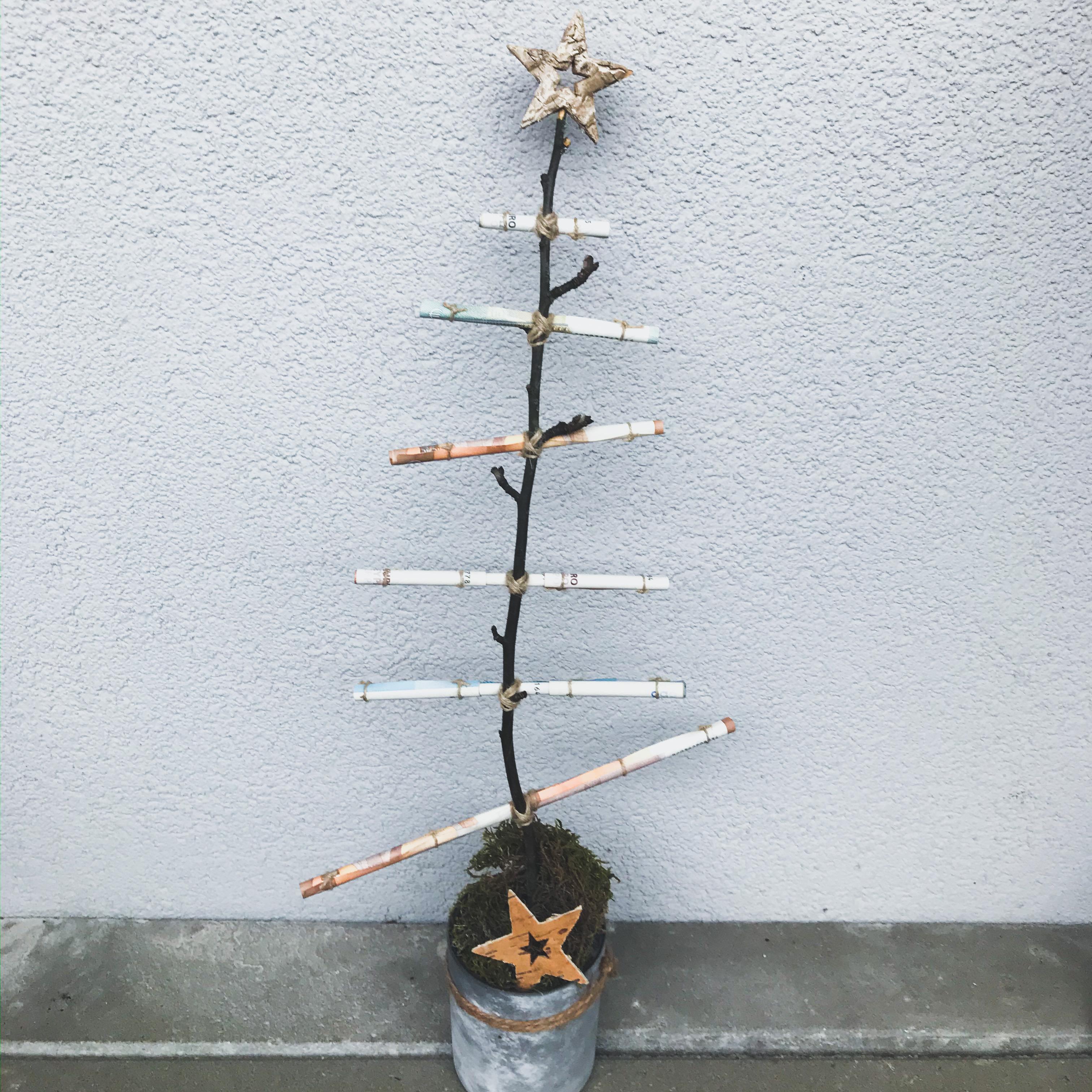 Weihnachtsbaum aus Geldscheinen