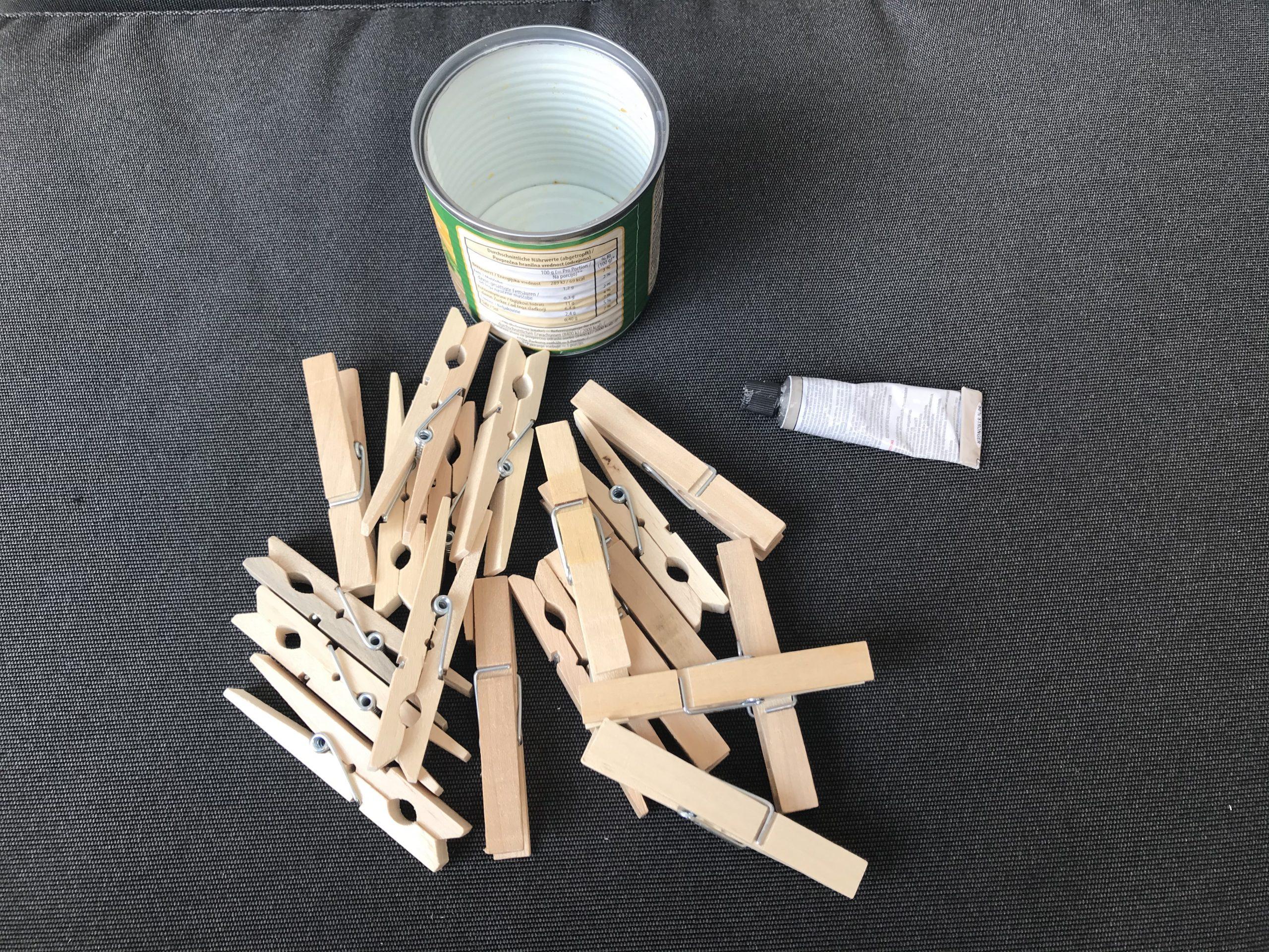 Material Blumentopf aus Holzklammern