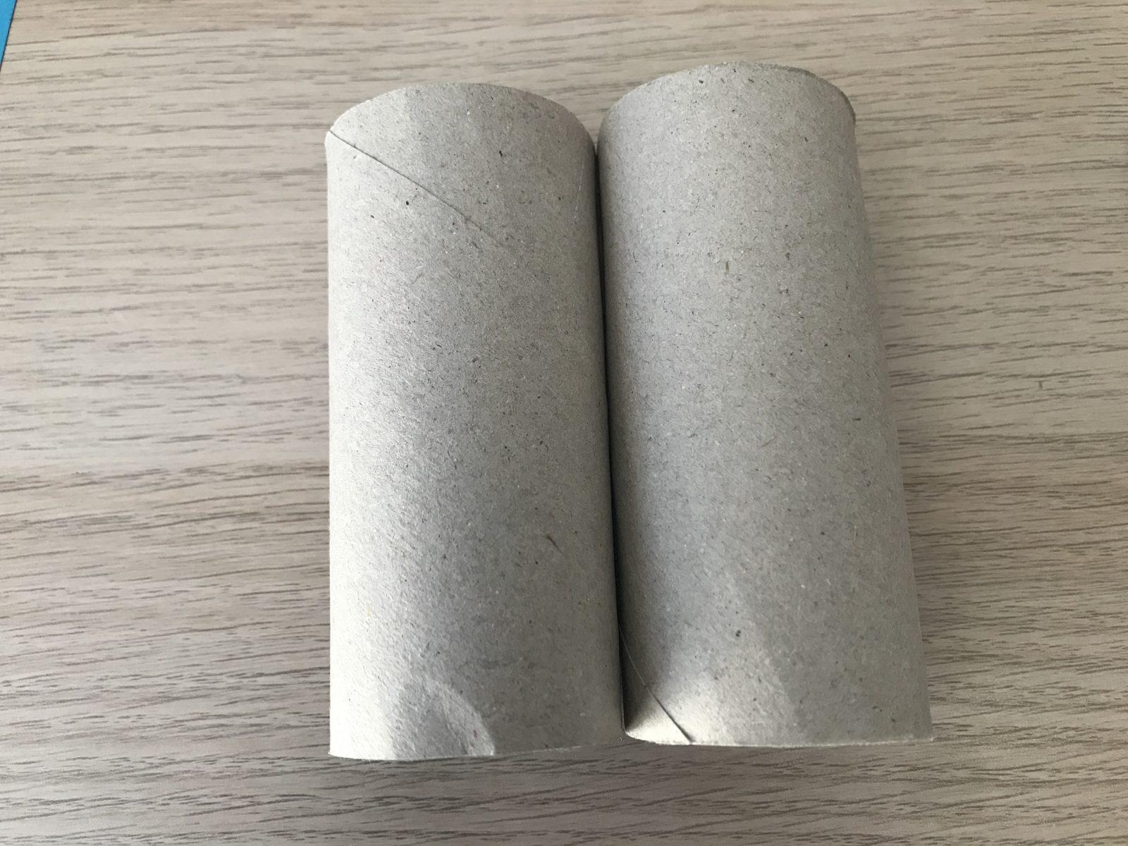 Zwei Klopapierrollen zusammenkleben