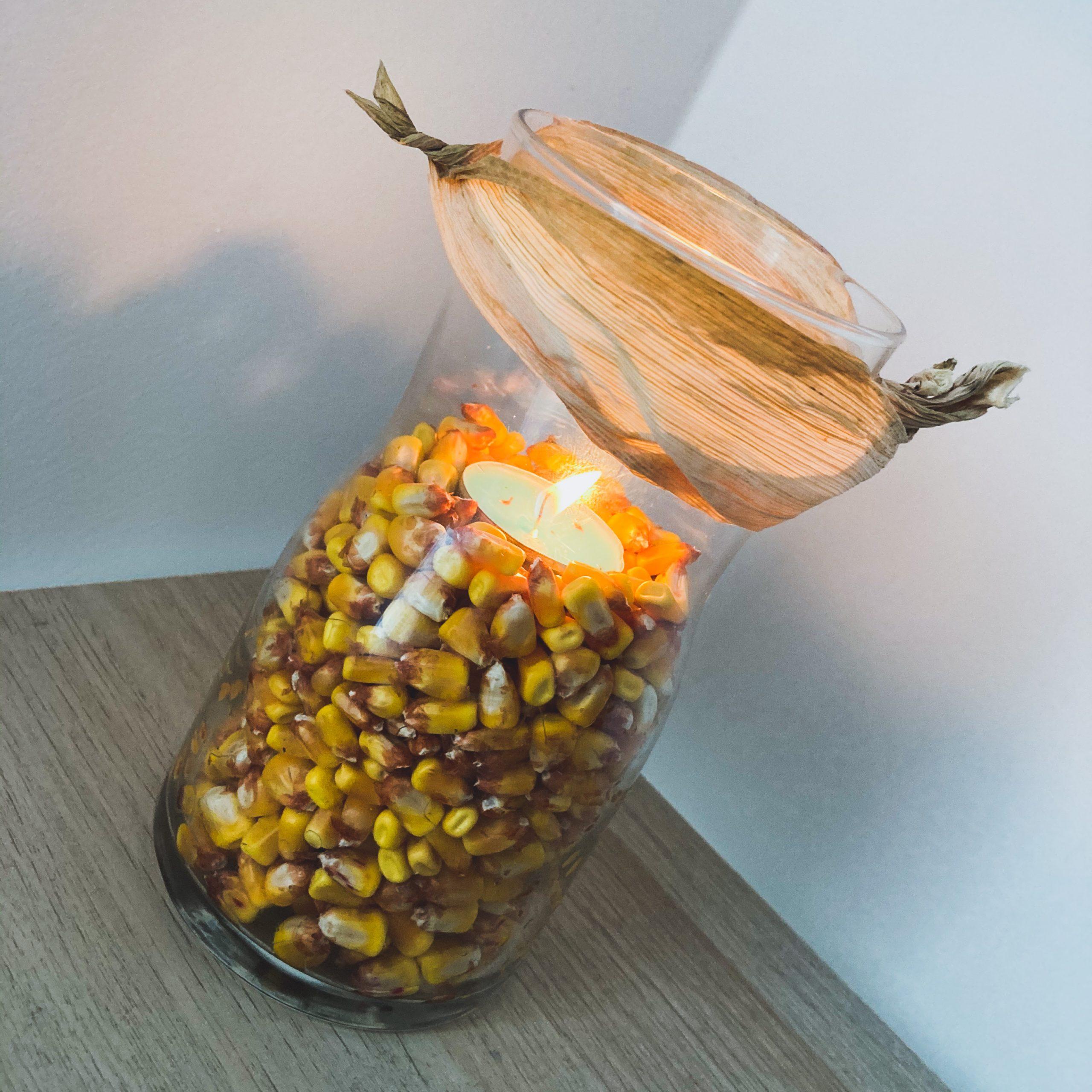 Herbstdeko Mais und Kerze